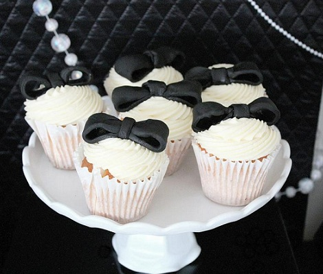 cena fiesta chicas chanel cupcakes