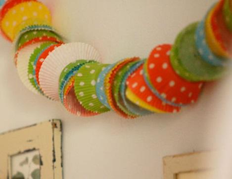 hacer guirnaldas con cupcakes colores