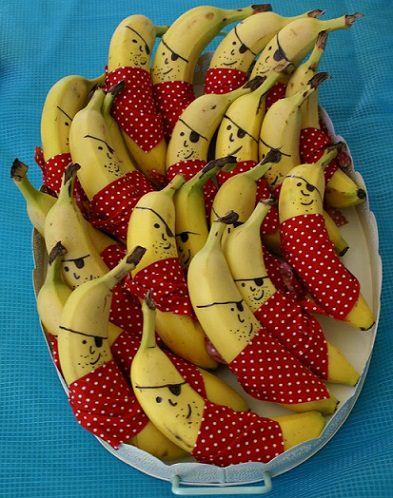 preparar la mesa con plátanos