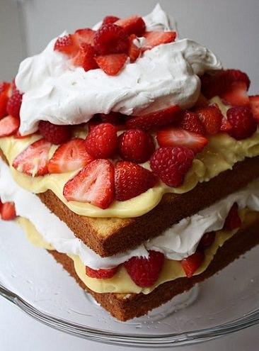tarta de fresas con nata casera